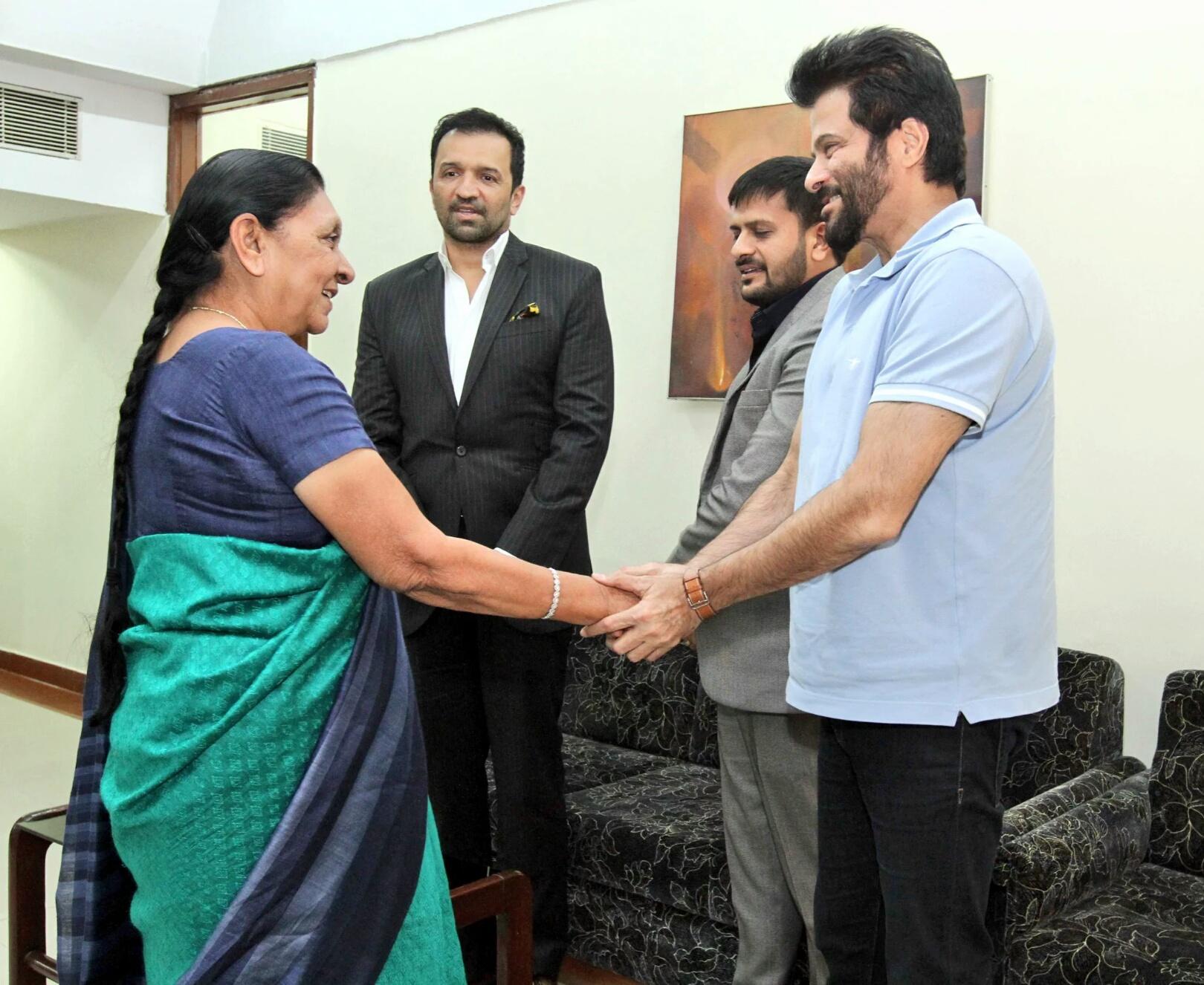 ગુજરાતના મુખ્યમંત્રીની શૂભેચ્છા મુલાકાત લેતા ફિલ્મ અભિનેતા અનિલ કપૂર
