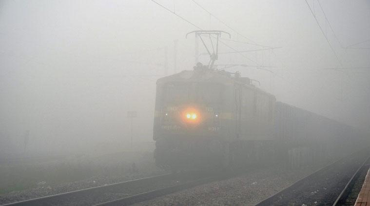 ધુમ્મસને કારણે 8 ટ્રેનો રદ અને 90 ટ્રેનો મોડી પડી