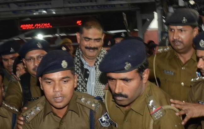 બિહાર થી ટ્રેન મારફતે દિલ્હીની તિહાર જેલમાં લઇ જવામાં આવ્યો શાહબુદ્દીનને