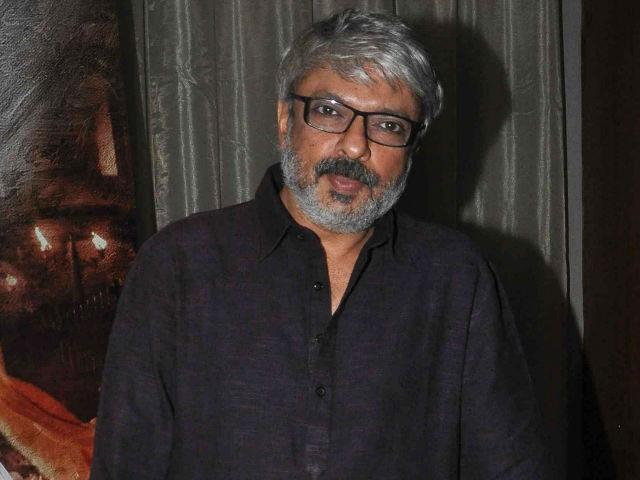 કોલ્હાપુરમાં સંજયલીલા ભણસાલી ની ફિલ્મ પદ્માવતી ના સેટ પર કરાઈ તોડફોડ