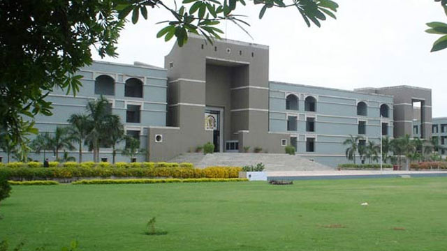 ગુજરાત હાઇકોર્ટે રાજ્યસભા ચૂંટણીનાં ઉમેદવાર અને ઈલેક્શન કમિશનને સમન્સ પાઠવ્યા