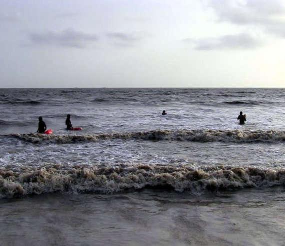 ઉભરાટનાં સમુદ્રનાં તોફાની પાણીમાં મોતને ભેટેલા પાંચ  યુવાનોના  મૃતદેહ મળી આવતા અરેરાટી વ્યાપી
