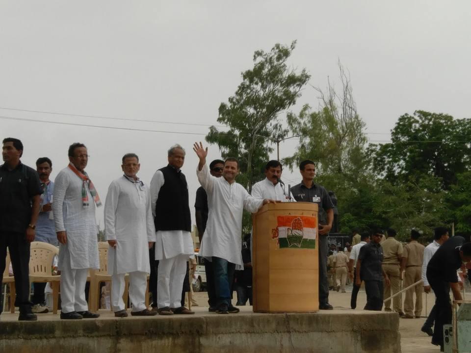 ગુજરાતમાં પૂર ગ્રસ્ત વિસ્તારોની મુલાકાત લેતા કોંગ્રેસ ઉપાધ્યક્ષ રાહુલ ગાંધી