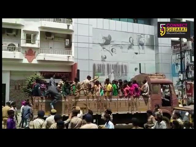 રાજકોટ ગણપતિ વિસર્જનમાં નશાખોર યુવકોને યુવતીઓએ ચખાડયો મેથીપાક