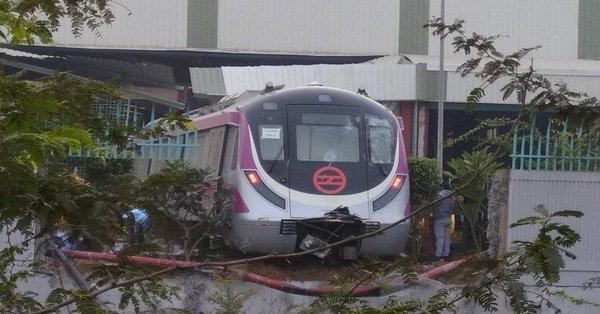 દિલ્હી ટ્રાયલ દરમિયાન દીવાલ તોડી બહાર નીકળી ડ્રાઈવરલેસ મેટ્રો