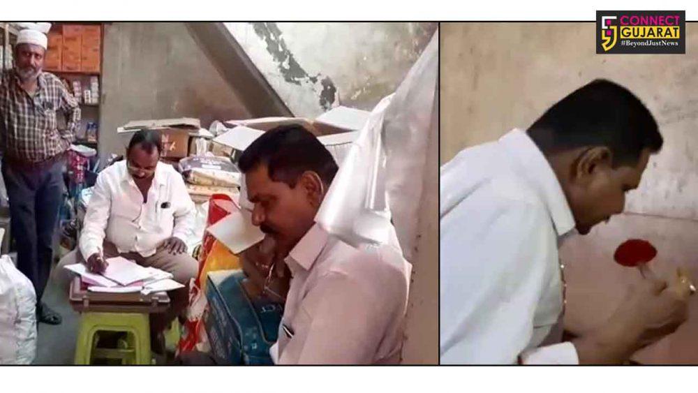 જામનગર : ગ્રેઇન માર્કેટ વિસ્તારમાં મસાલા વેચાતા વેપારીઓને ત્યાં આરોગ્યની ટીમ દ્વારા ચેકિંગ હાથ ધરાયું
