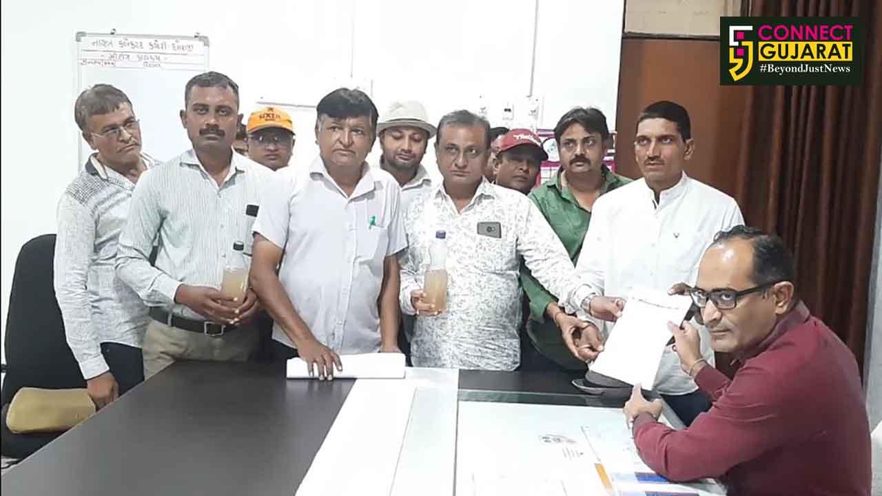 ધોરાજી નગરપાલિકાના ભાજપના આગેવાનો અને કાર્યકર્તાઓ દ્વારા ગંદા પાણી મુદ્દે અપાયું ડેપ્યુટી કલેકટરને આવેદન