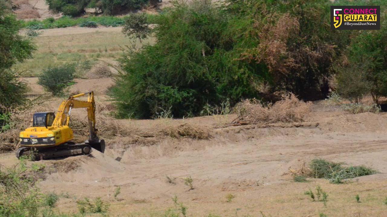 ભરૂચ–અંકલેશ્વર નર્મદા નદીમાં ભુમાફિયાઓને માટી ખનન માટે મોકળું મેદાન