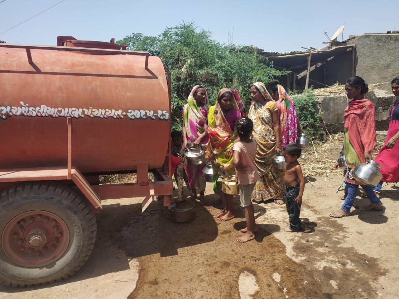 રાજપીપળા: વાઘઉમરના પેટા ફળિયા, ખાડી વિસ્તારમાં ટેન્કર દ્વારા પીવાના પાણીની યુદ્ધના ધોરણે શરૂ કરાયેલી સુવિધા