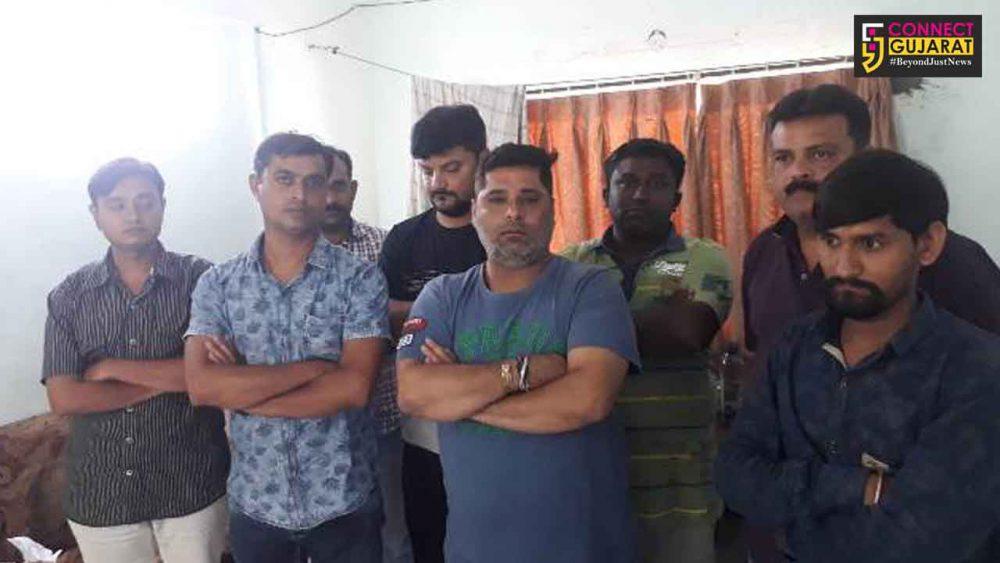 ધોરાજી: આંબાવાડીમાં જાહેરમાં જુગાર રમતા ૬ ઇસમોને પકડી કેસ કરતી પોલીસ