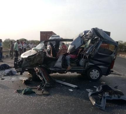 ખેડા : માતર ચોકડી નજીક ટ્રક અને કાર વચ્ચે થયો અકસ્માત, 3 NRIના મોત