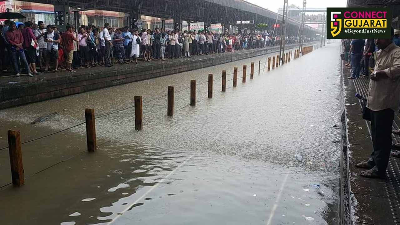 મુંબઈની શાળાઓ આજે બંધ રહેશે, આઈએમડી દ્વારા કરાઇ ભારે વરસાદની આગાહી