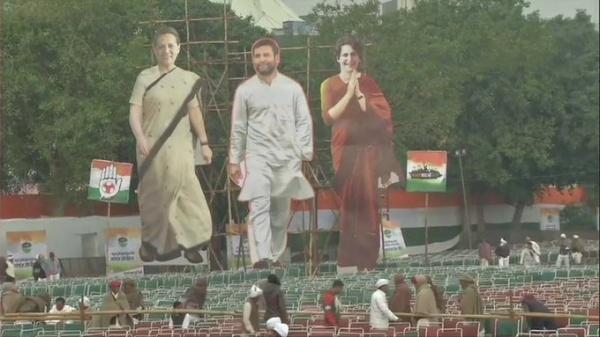 """દિલ્હી: રામલીલા મેદાનમાં કોંગ્રેસની """"ભારત બચાવો"""" રેલી, દેશભરમાંથી લાખોલોકોના પહોંચવાનો દાવો"""