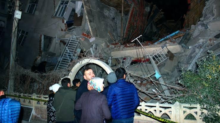 તુર્કી : 6.7 તીવ્રતાના ભારે ભૂકંપથી 10 ઇમારતો ધરાશાયી, 14 લોકોના મોત