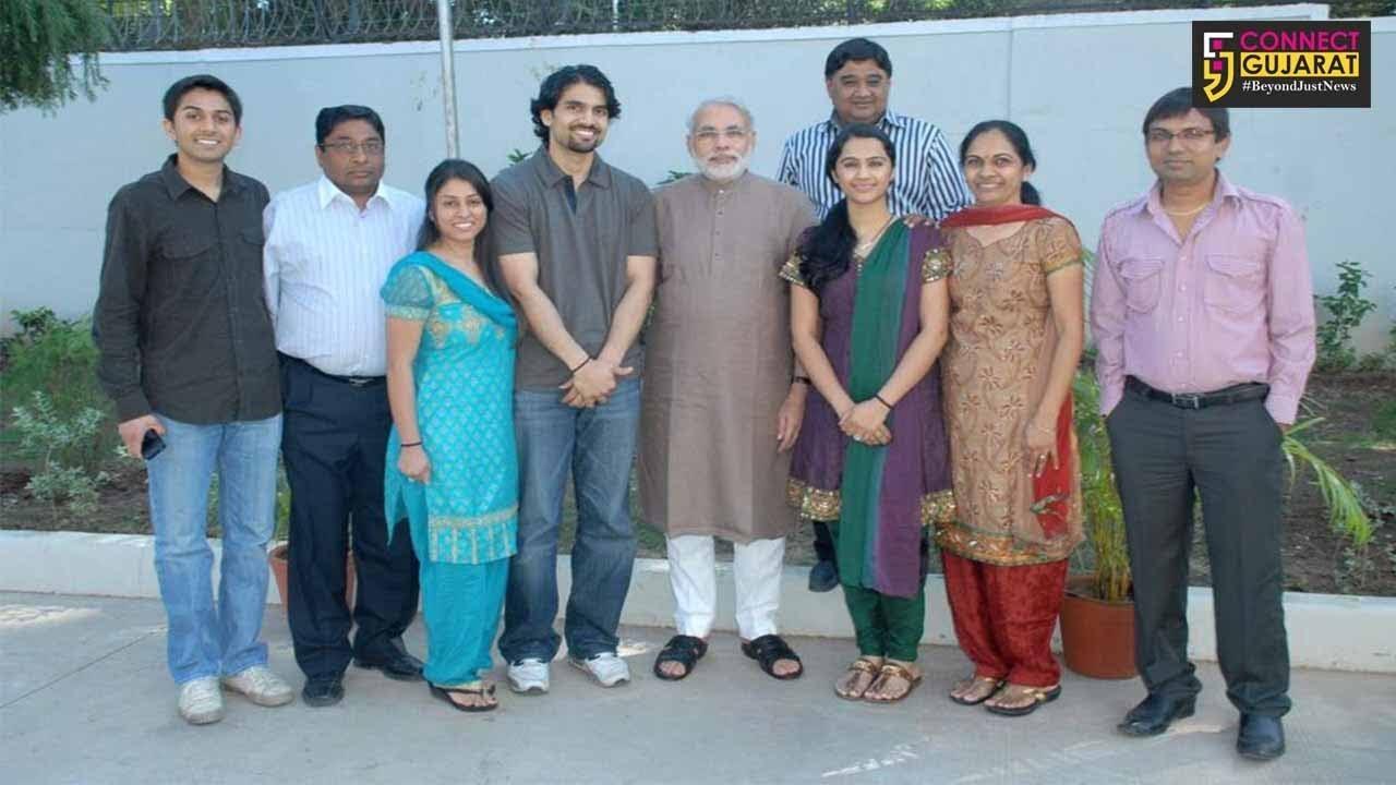 """સુરત : """"નમસ્તે ટ્રમ્પ"""" કાર્યક્રમનો અનેરો ઉત્સાહ, મોદી-ટ્રમ્પની જોડી જોવા NRI પરિવાર અમેરિકાથી ભારત આવી પહોંચ્યો"""