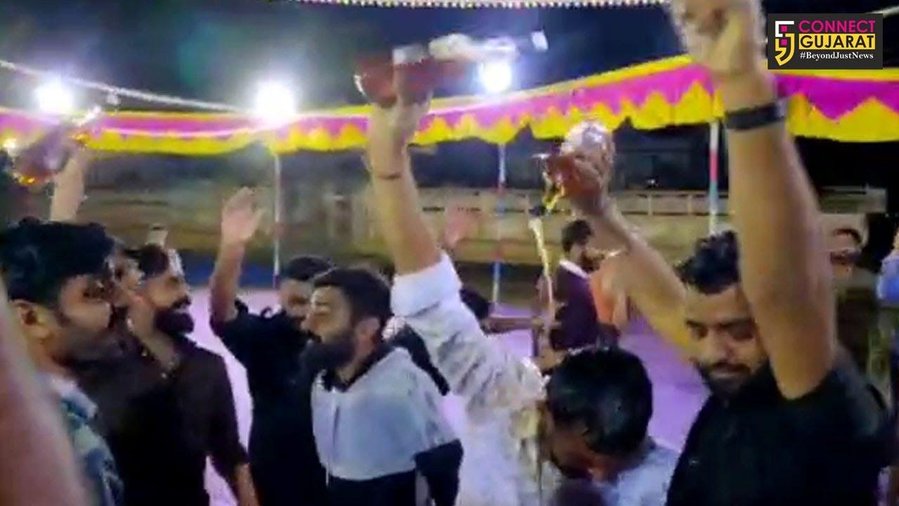 કચ્છ : લગ્ન પ્રસંગે યુવાનોએ દારૂની છોળોથી એકબીજાને નવડાવ્યા, વિડિયો થયો વાઇરલ