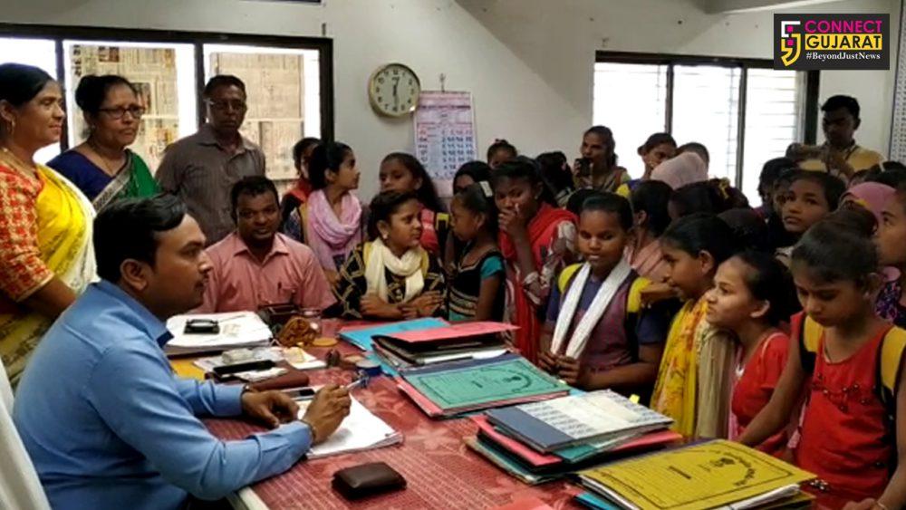 ભરૂચ : જંબુસર ખાતે નન્હી કલીઓએ વિવિધ સરકારી વિભાગોની લીધી મુલાકાત, સરકારી કામકાજ અંગે મેળવી માહિતી