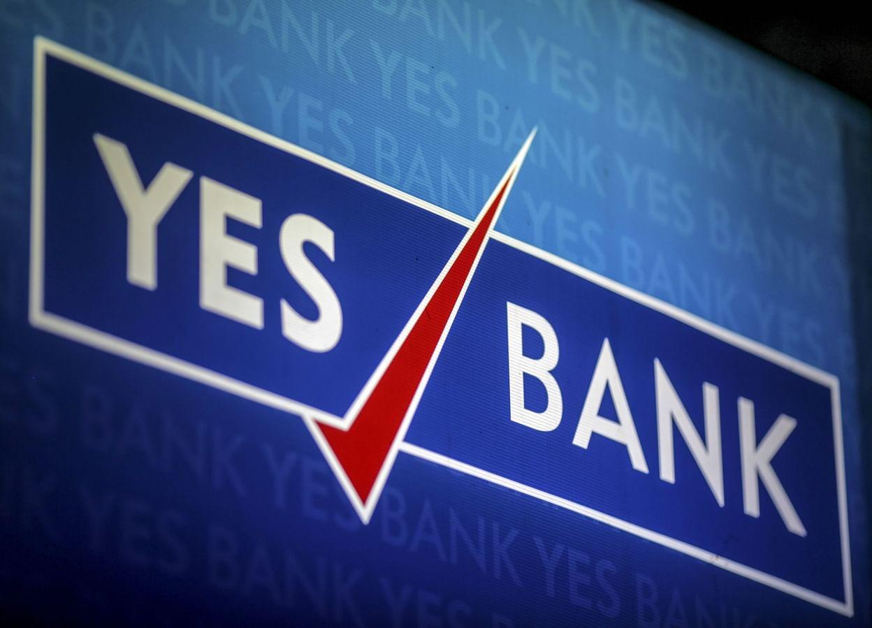 રીઝર્વ બેંકના આદેશ બાદ યસ બેંક ખાતે નાણા ઉપાડવા માટે ખાતેદારોની લાગી કતાર