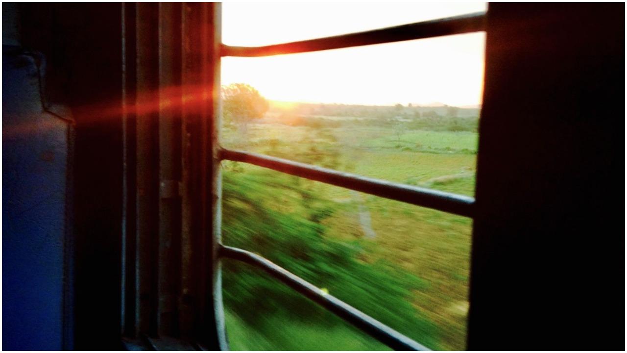 વડોદરા : ટ્રેનમાં બારી પાસે બેસવાનો આગ્રહ રાખો છો, તો આ કિસ્સો જરૂર વાંચજો