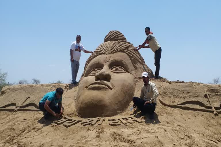 બીકાનેરના સેન્ડ આર્ટિસ્ટે ભગવાન શ્રીરામની બનાવી આકૃતિ