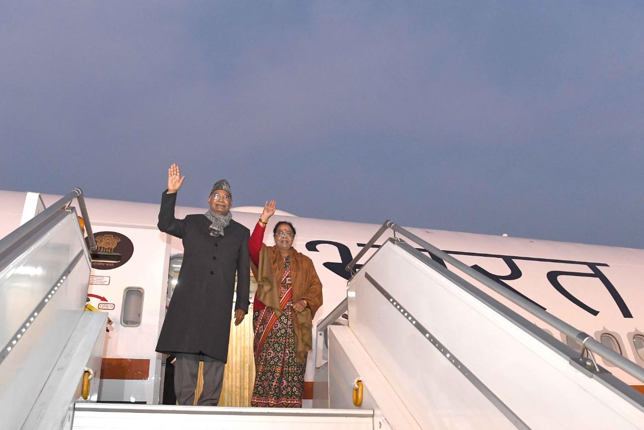 રાષ્ટ્રપતિ રામનાથ કોવિન્દે એર ઈન્ડિયા વન બી 777 વિમાનનું લોકાર્પણ કરી,પત્ની સાથે કરી મુસાફરી